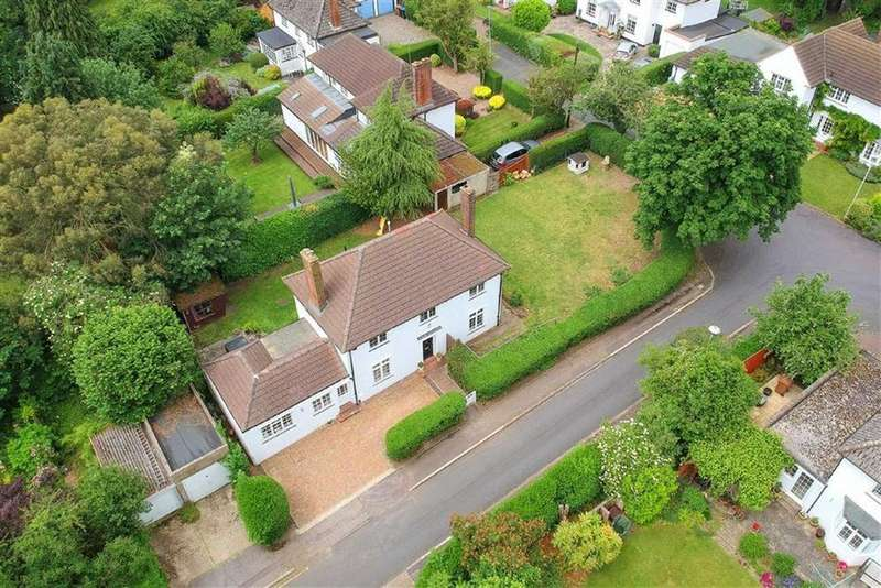 4 Bedrooms Detached House for sale in High Grove, West Side, Welwyn Garden City
