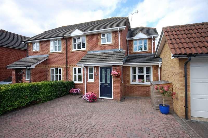 3 Bedrooms Semi Detached House for sale in Redwood Drive, Aylesbury, Buckinghamshire