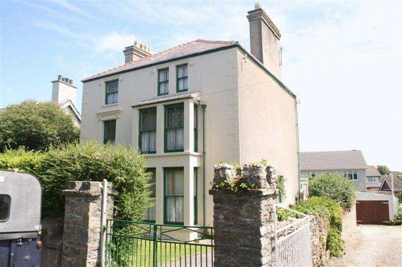 6 Bedrooms Detached House for sale in Gors Avenue, Holyhead