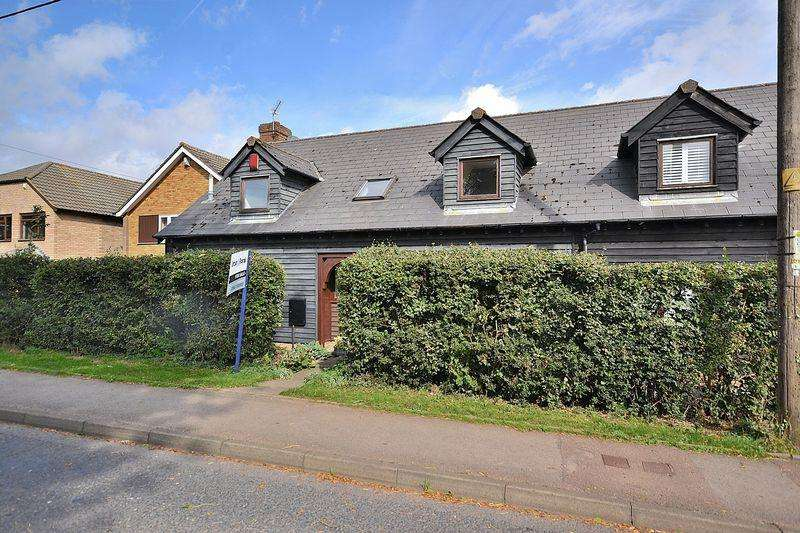 4 Bedrooms Semi Detached House for sale in Grove Place, Kensworth