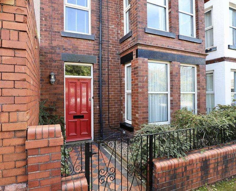 6 Bedrooms Terraced House for sale in Marine Road, Prestatyn