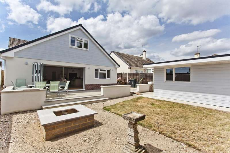 4 Bedrooms Detached Bungalow for sale in Burford Close, Christchurch BH23