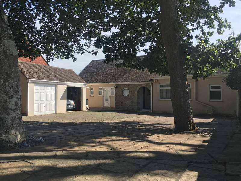 4 Bedrooms Detached House for sale in VERSATILE FOUR BEDROOM HOME on Wyke Road