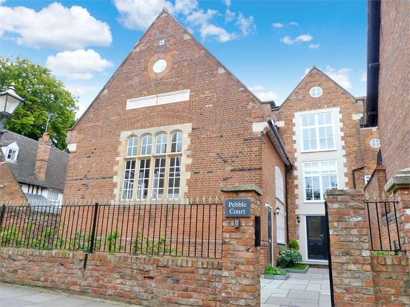 2 Bedrooms Flat for sale in Pebble Court, Pebble Lane, AYLESBURY, Buckinghamshire