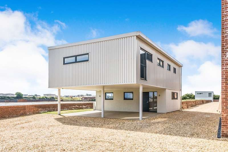 3 Bedrooms Detached House for sale in Heritage Way, Gosport, PO12