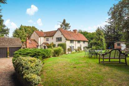 5 Bedrooms Detached House for sale in Bradwell, Braintree