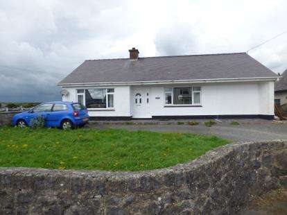 3 Bedrooms Bungalow for sale in Holyhead Road, Llannerch-Y-Medd, Sir Ynys Mon, LL71