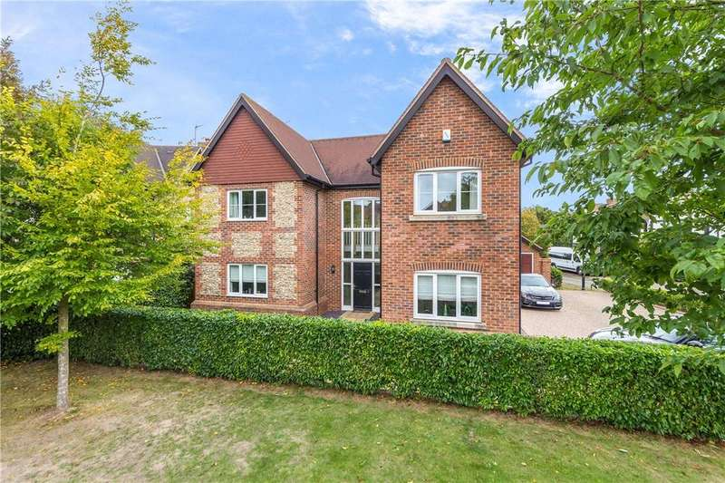 5 Bedrooms Detached House for sale in Meadow View, Redbourn, St. Albans, Hertfordshire