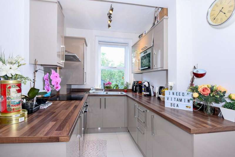 2 Bedrooms Flat for sale in Chiswick Road, Chiswick