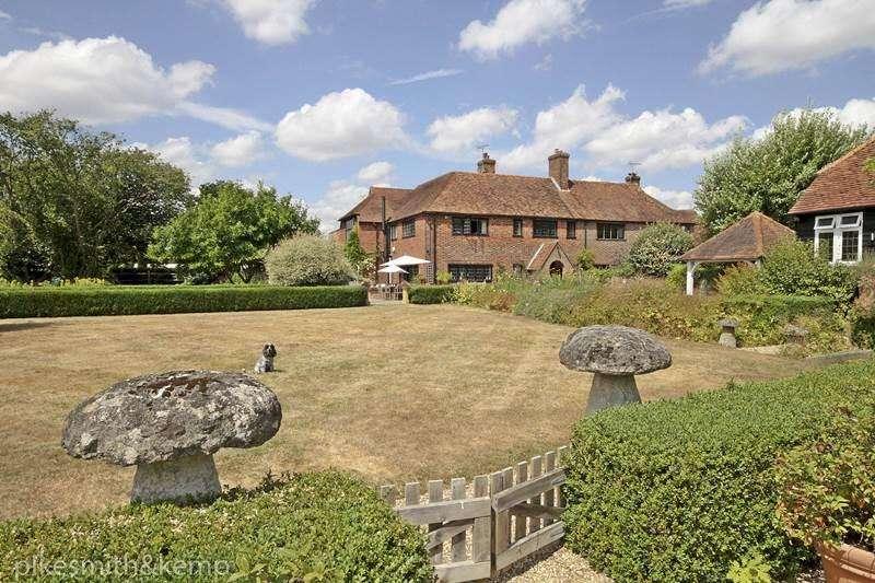 4 Bedrooms Detached House for sale in Darlings Lane, PINKNEYS GREEN, SL6