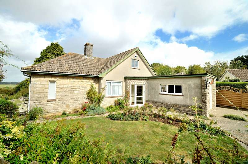 4 Bedrooms Detached Bungalow for sale in Brinsley Close, Sturminster Newton