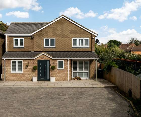 5 Bedrooms Detached House for sale in Coopers Meadow, Redbourn, Redbourn