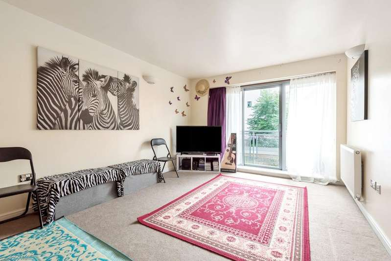 2 Bedrooms Flat for sale in Curness Street London SE13