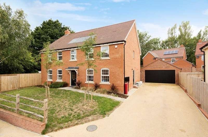 5 Bedrooms Detached House for sale in Whittington Road, Petersfield, GU31