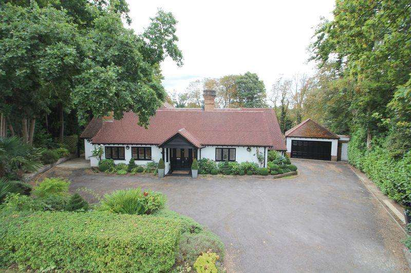 5 Bedrooms Detached House for sale in Upper Woodcote Village, Webb Estate West Purley