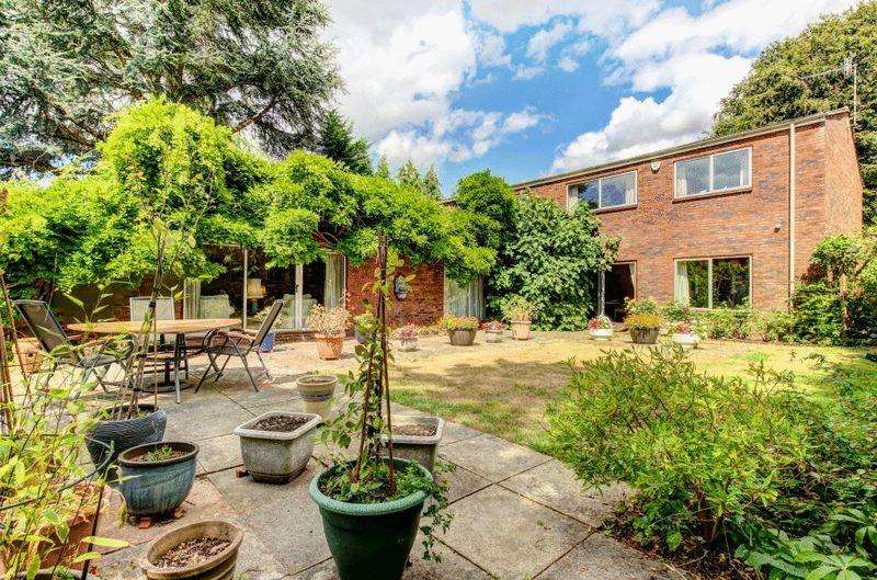 4 Bedrooms Detached House for sale in Stoke Park Road South, Stoke Bishop