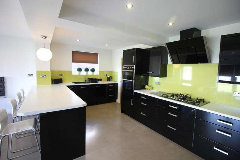 4 Bedrooms Detached House for sale in Roundway, Fleetwood
