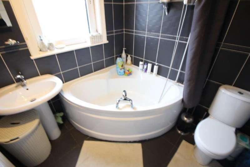 4 Bedrooms Semi Detached House for sale in Lowther Road, Fleetwood