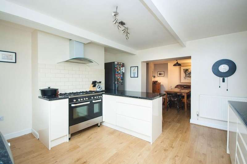 4 Bedrooms Town House for sale in Bradford Road, Wakefield