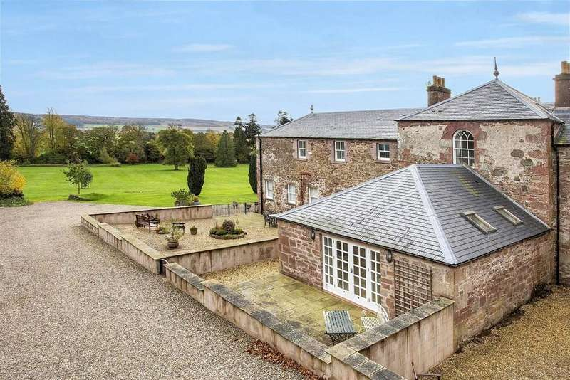 2 Bedrooms Terraced House for sale in The Clock House, 9 Arthurstone House, Meigle, Blairgowrie