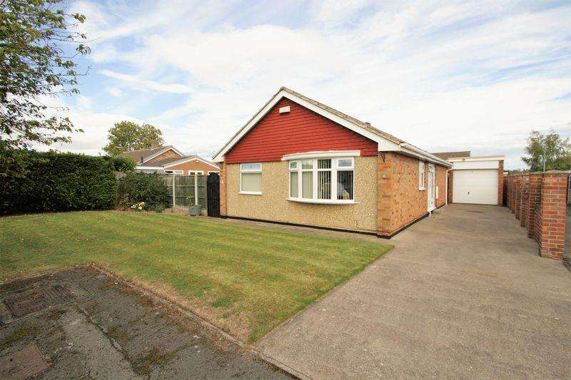 2 Bedrooms Detached Bungalow for sale in Kedleston Close, Whitehouse Farm, Stockton, TS19 0QW