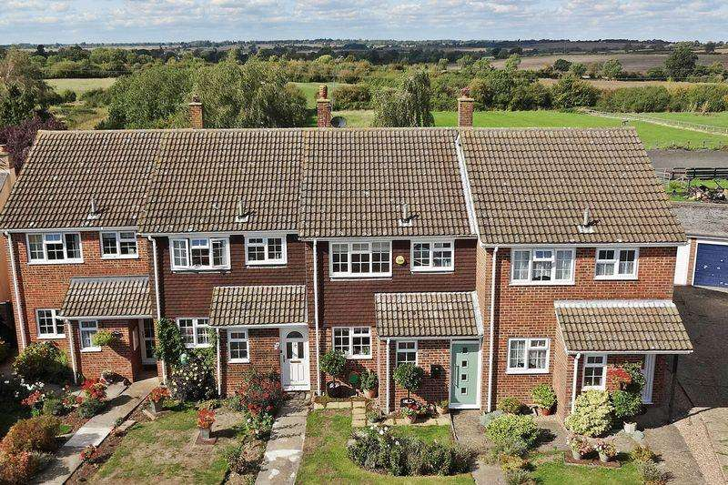 3 Bedrooms Terraced House for sale in The Meadows, Wingfield