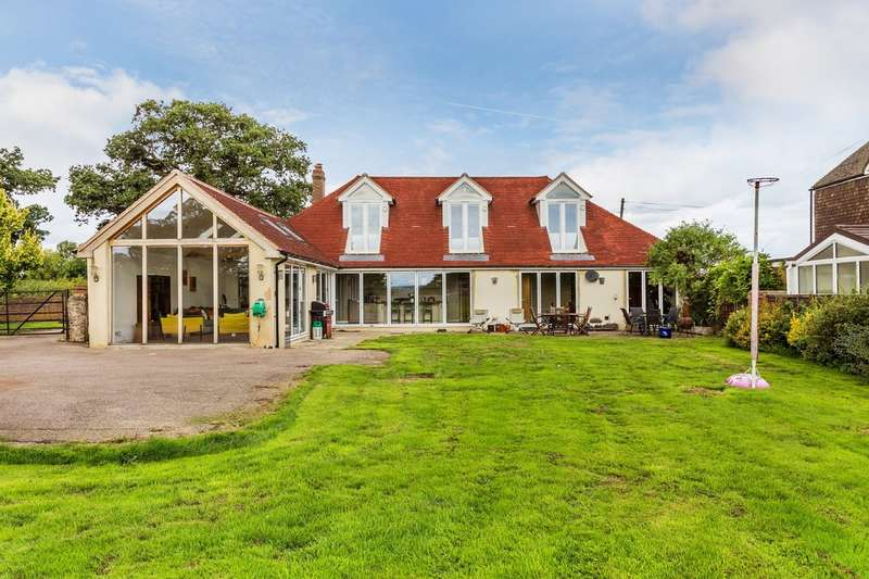 5 Bedrooms Detached House for sale in Gayhouse Lane, Outwood, Surrey.