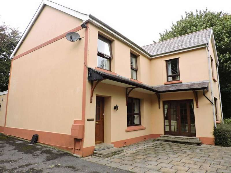 4 Bedrooms Detached House for sale in Bridge Street, St Clears