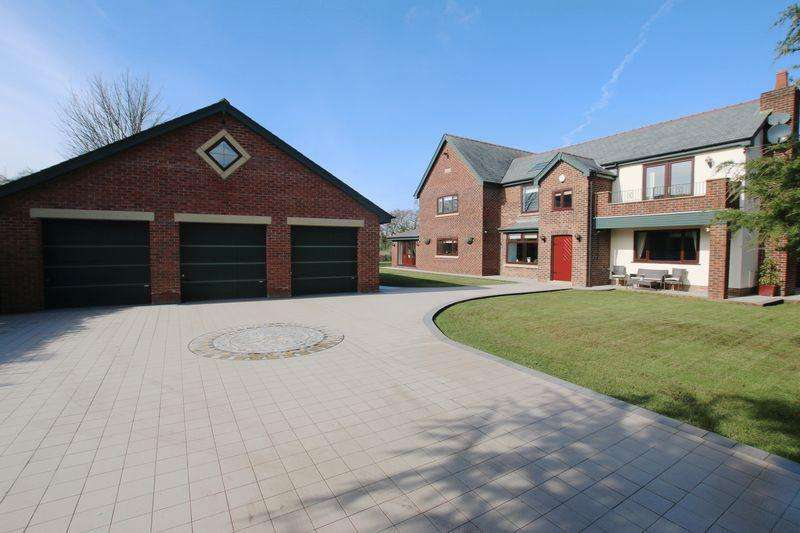 5 Bedrooms Detached House for sale in 'Brentwood' Skip Lane, Hutton