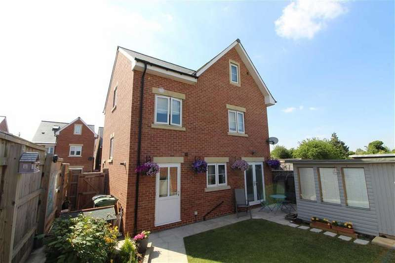 5 Bedrooms Detached House for sale in Quedgeley, Gloucester