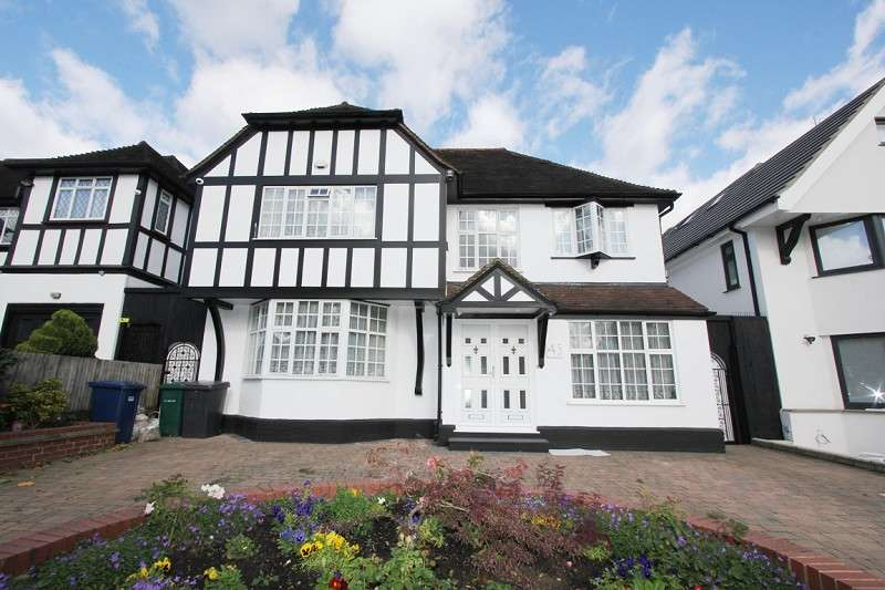 5 Bedrooms Detached House for sale in Penshurst Gardens, Edgware, Greater London. HA8 9TT