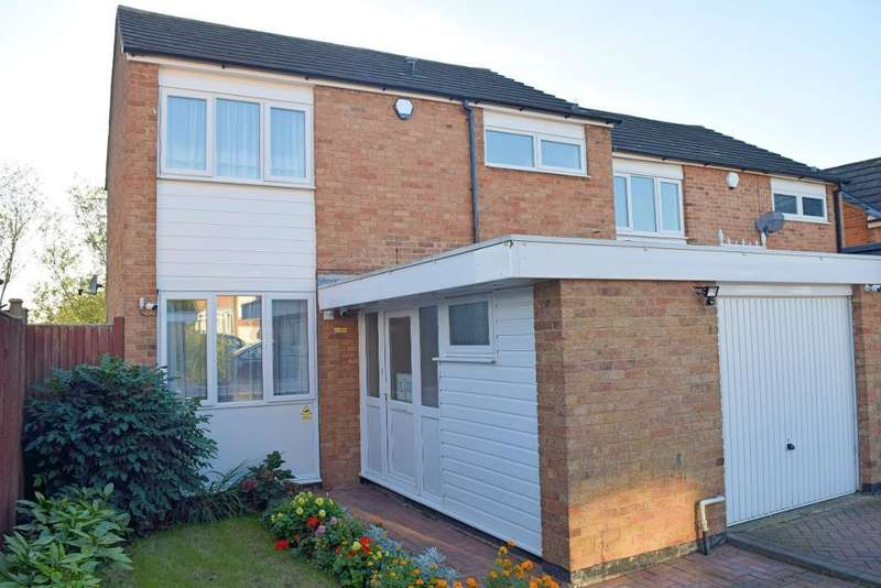 3 Bedrooms Semi Detached House for sale in Paddock Mead, Harlow, Essex, CM18 7RR