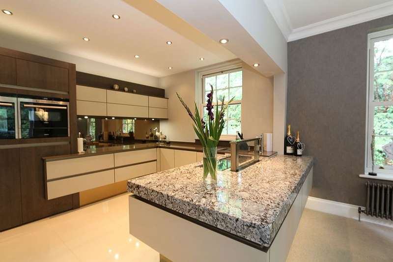2 Bedrooms Apartment Flat for sale in Fisher House, Hillside Park, Sunningdale, Berkshire, SL5 9RP