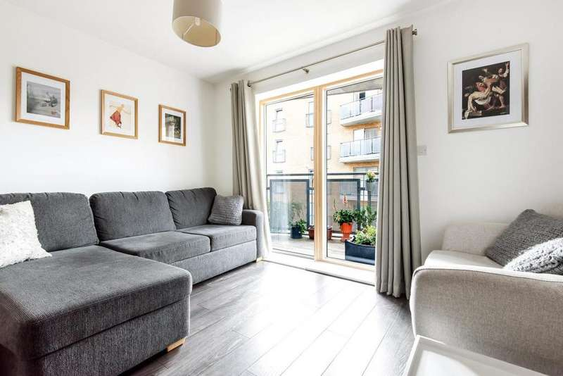 2 Bedrooms Flat for sale in Clock View Crescent, Holloway