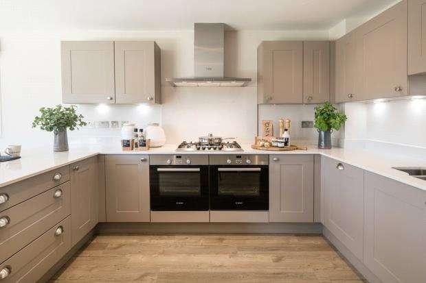 4 Bedrooms Detached House for sale in Horsham Road, Cranleigh, Surrey