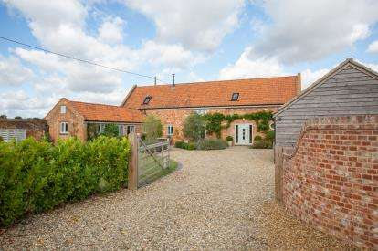 3 Bedrooms Barn Conversion Character Property for sale in Holt Road, Norfolk, England