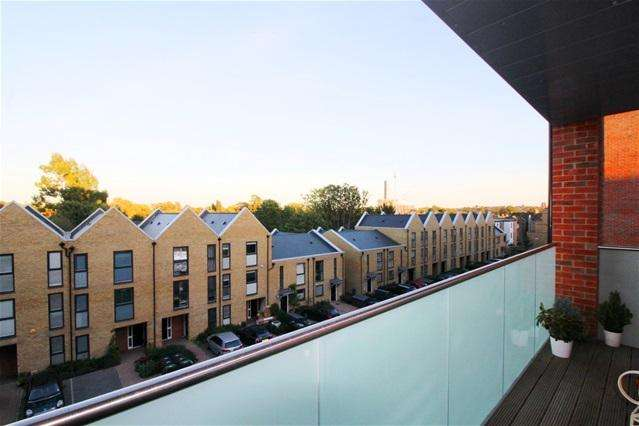 3 Bedrooms Flat for sale in Birdsmouth Court, Tottenham