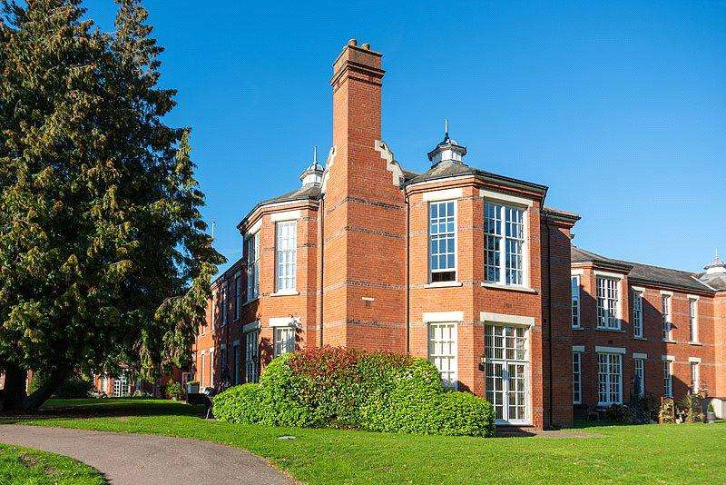 2 Bedrooms Flat for sale in Beningfield Drive, St Albans, Hertfordshire