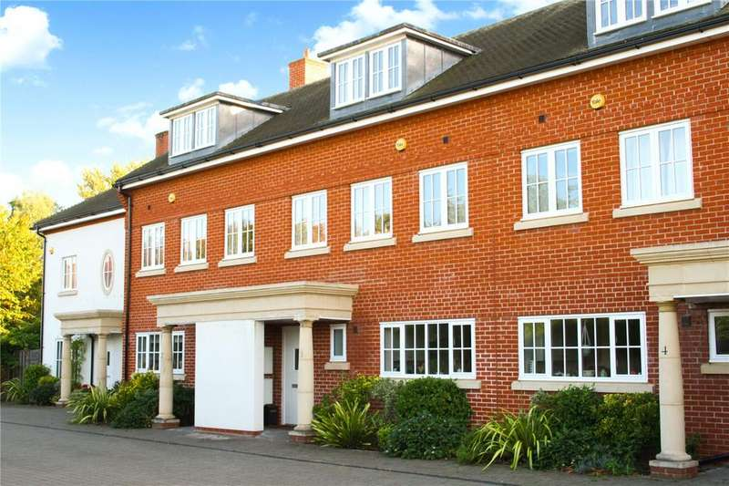 4 Bedrooms Terraced House for sale in Riverside Mews, The Spain, Petersfield, Hampshire, GU32