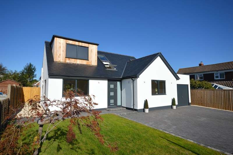 4 Bedrooms Chalet House