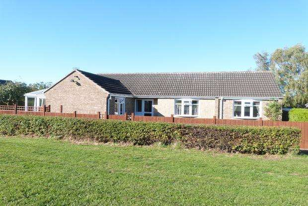 4 Bedrooms Detached Bungalow for sale in Norfolk Drive, Melton Mowbray, LE13