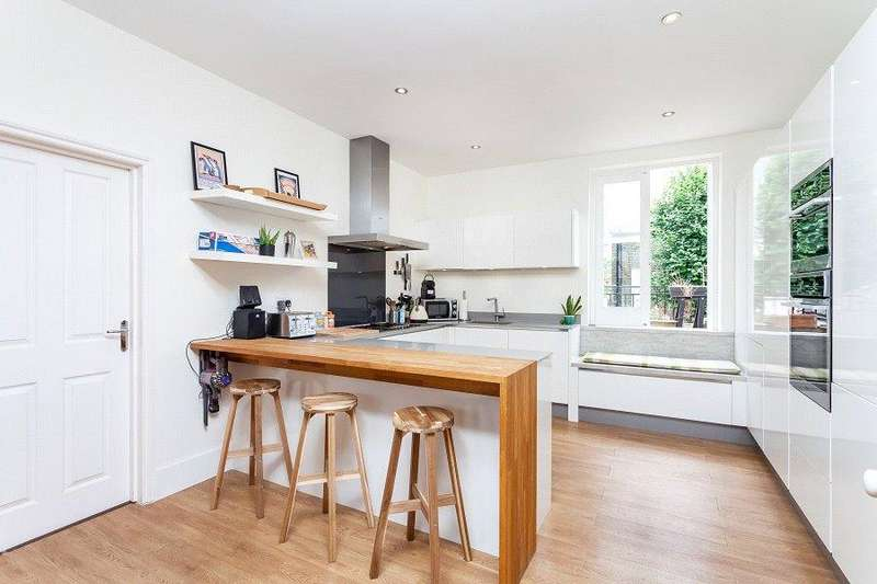 3 Bedrooms Flat for sale in Lady Margaret Road, Tufnell Park, London, N19