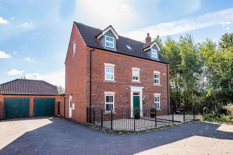 6 Bedrooms Detached House for sale in Andrews Way, Aylesbury