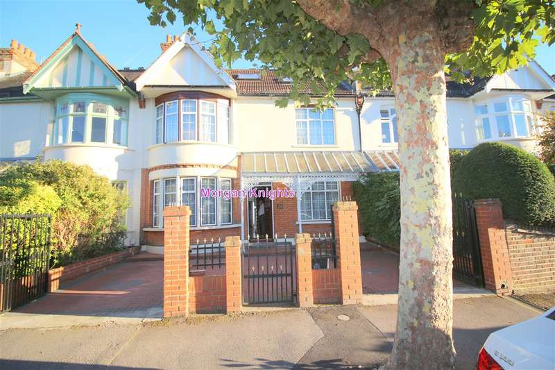 5 Bedrooms Terraced House for sale in St Margarets Road, Aldersbrook, E12