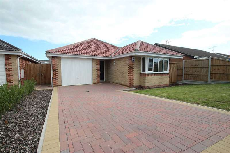 3 Bedrooms Bungalow for sale in Dairy Meadow, Chamberlain Avenue, Walton-on-the-Naze
