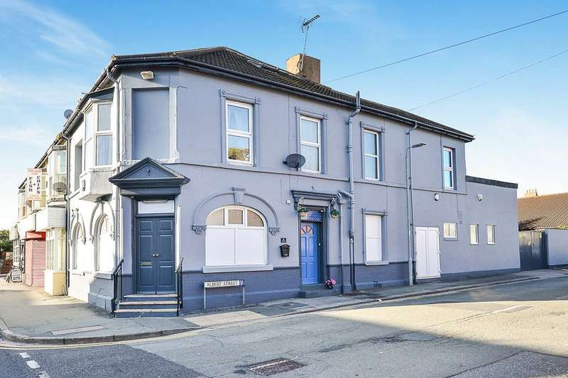 5 Bedrooms Terraced House for sale in Vale Road, Rhyl, LL18