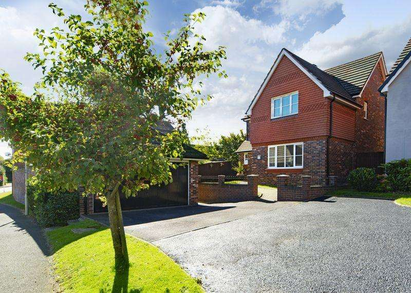 4 Bedrooms Detached House for sale in Ellis Peters Drive, Telford