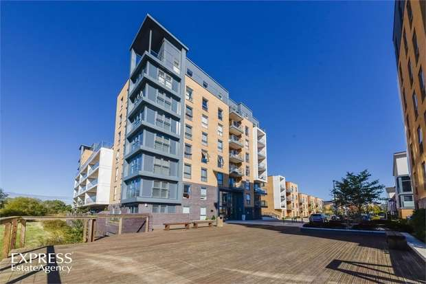 2 Bedrooms Flat for sale in Drake Way, Reading, Berkshire