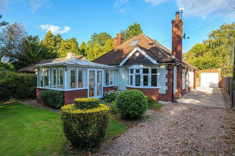 3 Bedrooms Bungalow for sale in 36 Scothern Lane, Sudbrooke, Lincoln