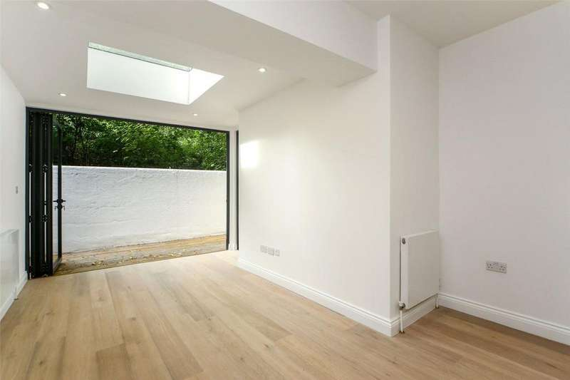 3 Bedrooms Flat for sale in Addison Gardens, Brook Green, W14
